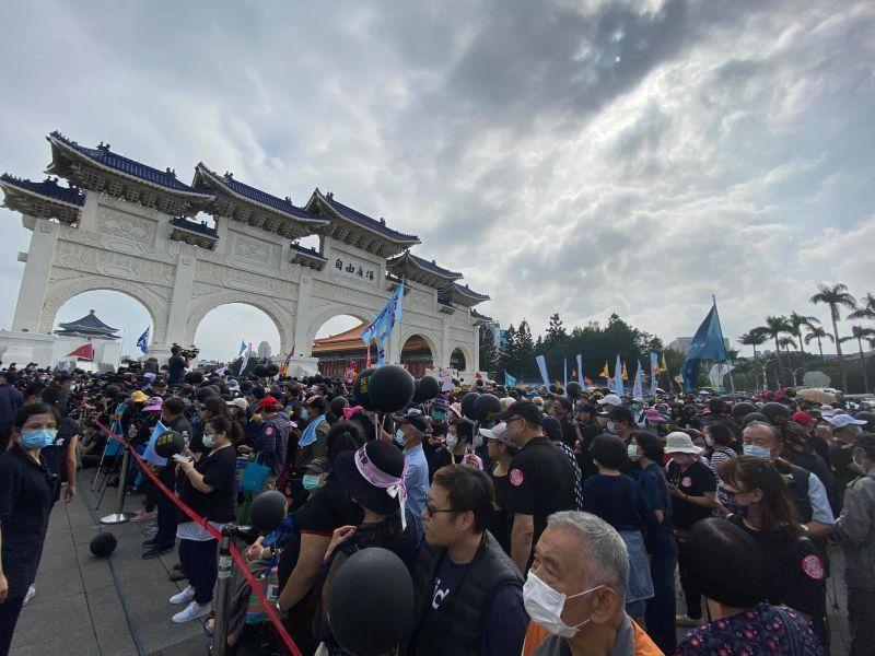 秋鬥集結5萬人上街頭抗議!總統府:尊重人民集會自由