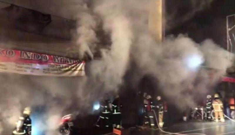 古坑市區7連棟屋傳火警 兩消防員摔傷送醫無大礙