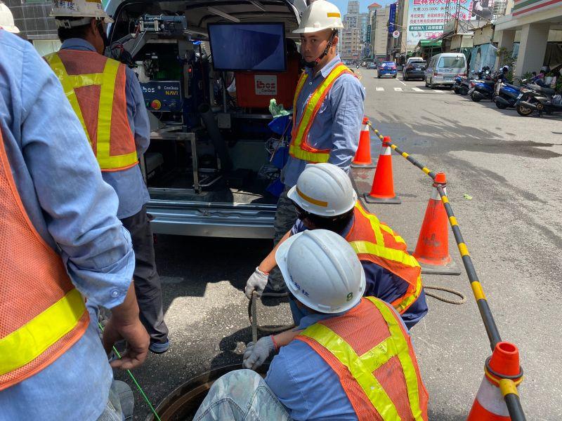 ▲讓路面更安全 高市水利局力拼3年內完成污水管線翻修。(圖/高市水利局提供)
