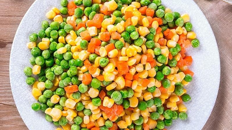 ▲便當中常有的配菜三色豆,是許多網友最討厭的菜色。(圖/翻攝自《爆廢公社公開版》)