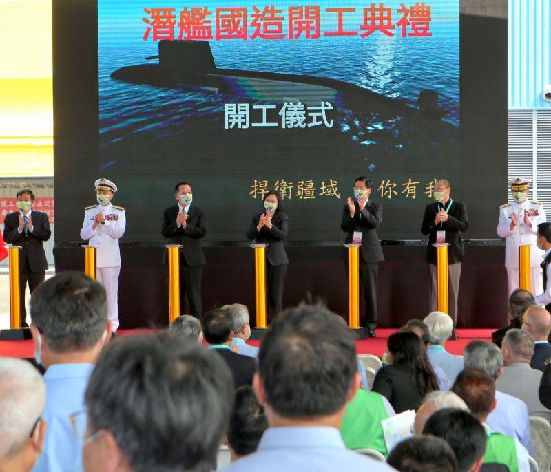 ▲總統蔡英文(中)主持台灣國際造船潛艦國造建造案開工儀式。(圖/台灣國際造船提供,2020.11.24)
