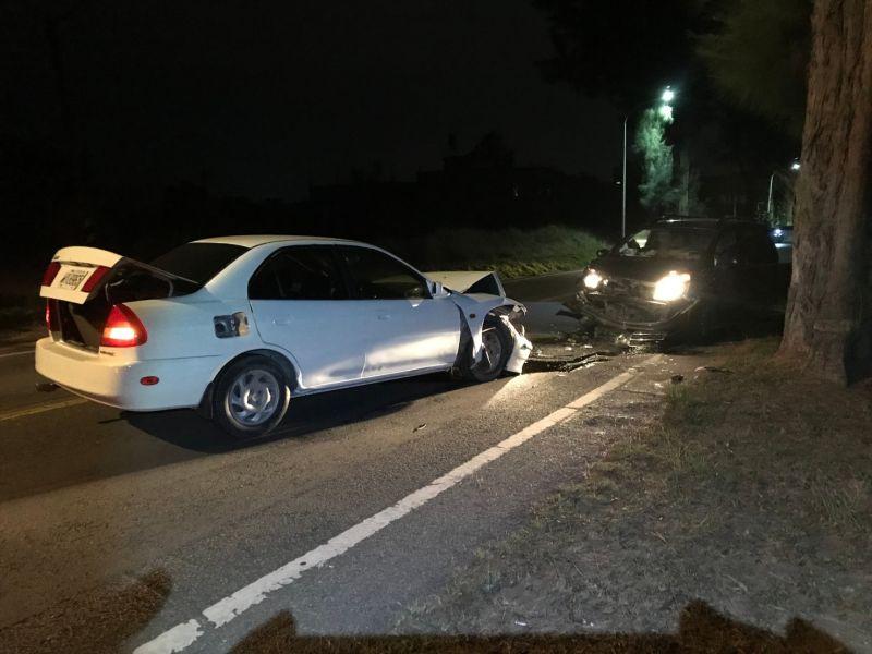 超車不當 金門2自小客車發生對撞意外