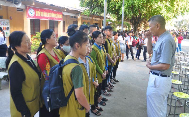 ▲越南台商林坤旺樂當慈濟志工,協助培訓志工新兵。(圖/慈濟提供)