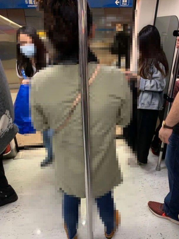 ▲男網友不解為何總是有人會靠著或抱著捷運上這根桿子。(圖/翻攝自《Dcard》)