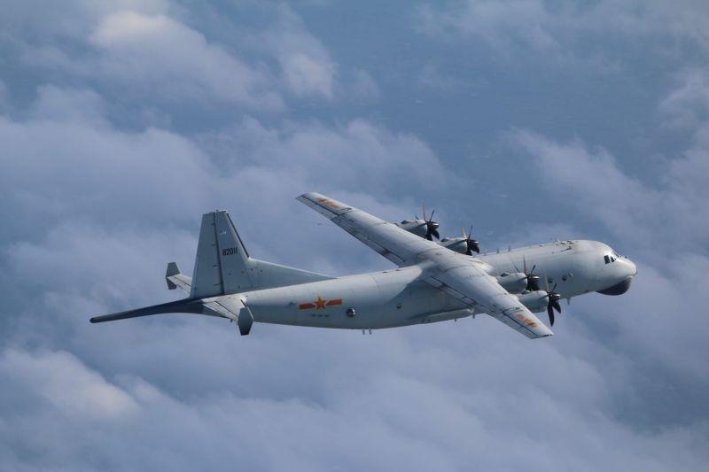 共機運8反潛機