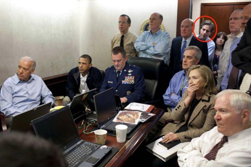 ▲2011年刺殺賓拉登行動,白宮戰情室內在場的包括時任總統歐巴馬、副總統拜登、國務卿希拉蕊,以及其他美國國安會成員,包括被拜登提名為未來國務卿人選的布林肯(紅圈)。(圖/翻攝自白宮官方照片/The