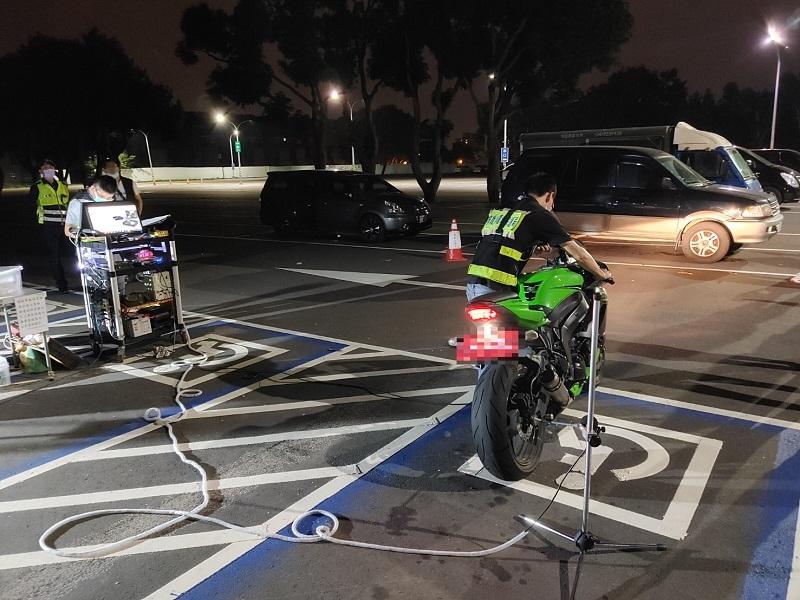 環警監聯合稽查噪音改裝車輛 第五分局年舉發五百餘輛