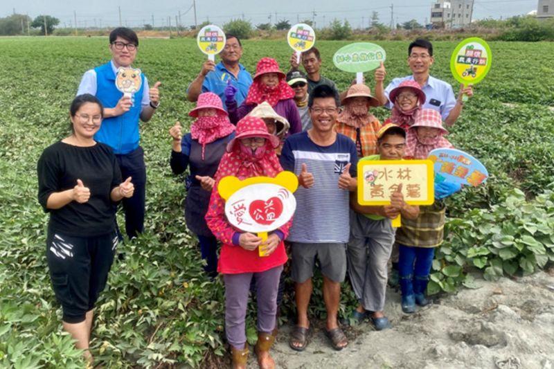 ▲中華郵政與在地小農做公益,每箱捐10元送愛心到「創世基金會-斗六分會」、「一心育幼院」。(圖/雲林郵局提供)