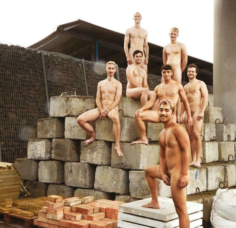 ▲年曆內,每月份有各個養眼的全裸肌肉猛男,展現性感胴體。(圖 翻攝自worldwideroar/Instagram)