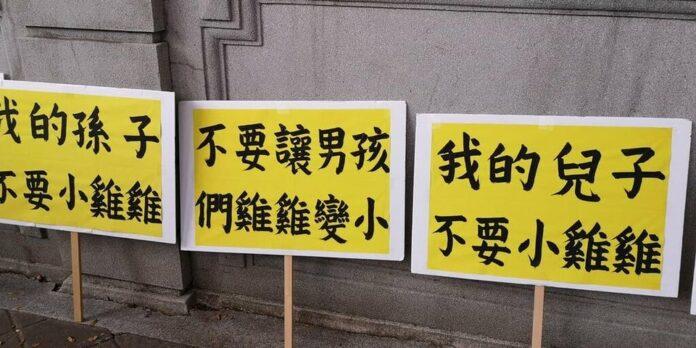 老外見萊豬抗議牌子超驚嚇 網友傻眼:連雞雞都拿出來