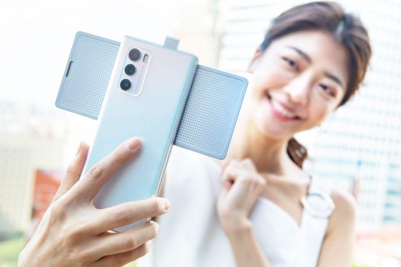 全球獨創「旋轉螢幕」5G手機 今起三大據點開放預購
