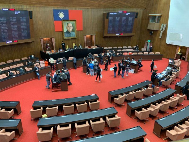 民進黨動員護蘇貞昌上台 藍綠兩黨議場僵持