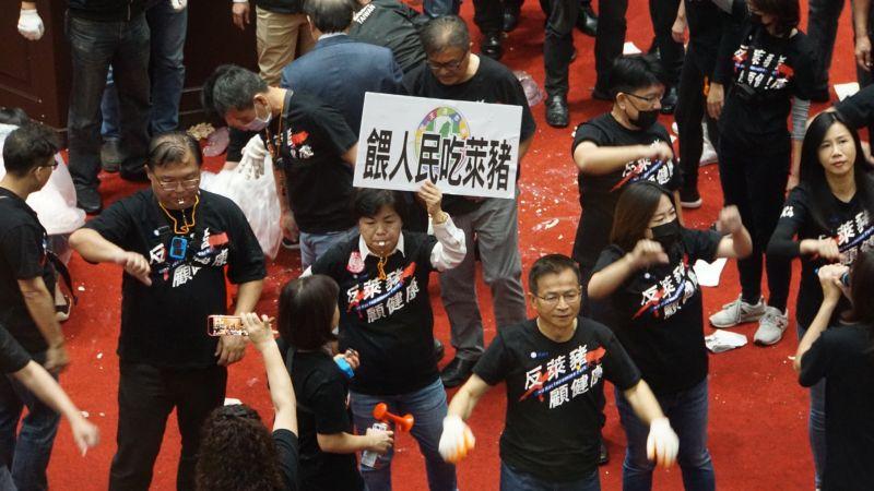 國民黨立委丟豬下水反蘇揆報告 柯文哲:整理的工友很累