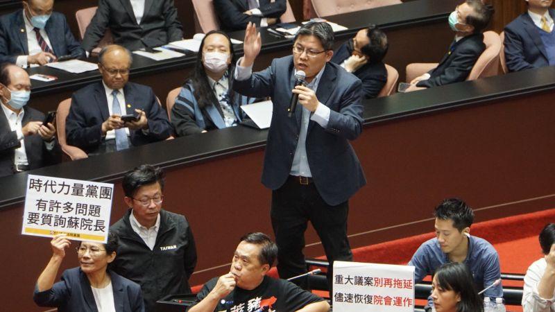圖/豬內臟、噪音、手舉板 蘇貞昌報告完國民黨依舊杯葛