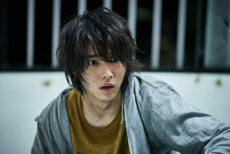 ▲山崎賢人劇中因為失去朋友崩潰痛苦,演技精湛。(圖/Netflix)