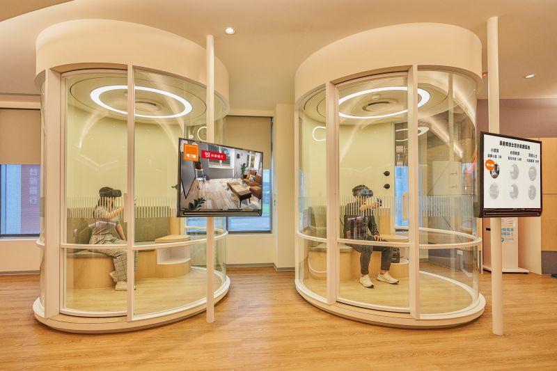 ▲銀行與特力集團聯手,透過VR技術打造了未來傢俱商城,將虛擬的消費場景,真實帶進消費者生活之中,讓消費者即使宅在家中,也能沈浸在擬真的傢俱購物天堂。(圖/台新銀行提供)