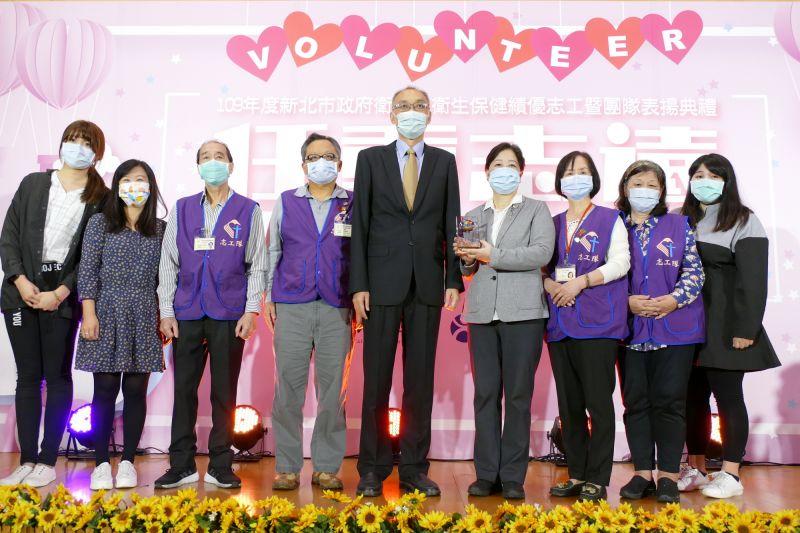 新北表揚109年衛生局績優志工 夫妻先後獲頒特殊貢獻獎