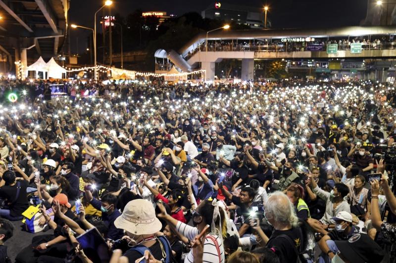 泰國反政府示威人士聚集 強烈反對政變