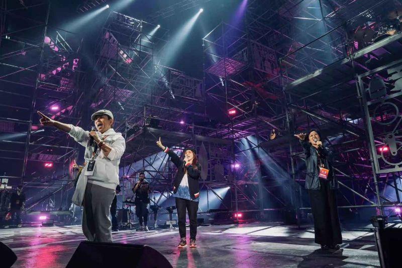 ▲郭蘅祈(左起)、陶晶瑩、黃韻玲一起合唱。(圖/愛之日常音樂節提供)