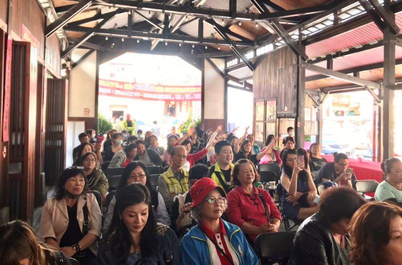 ▲活動在土庫第一市場的木構歷建舉行,吸引了許多在地女性朋友參與。(圖/記者蘇榮泉攝,2020.11.29)