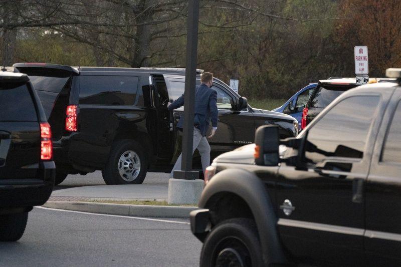 ▲扭傷事件發生後,拜登的私家車被目擊前往德拉瓦州一間骨科診所。(圖/美聯社/達志影像)