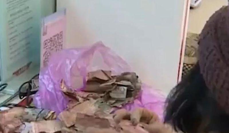 ▲中國一名老奶奶將私房錢放在廁所,豈料一打開竟全都發霉,殘破不堪。(圖/翻攝自《中國網》)
