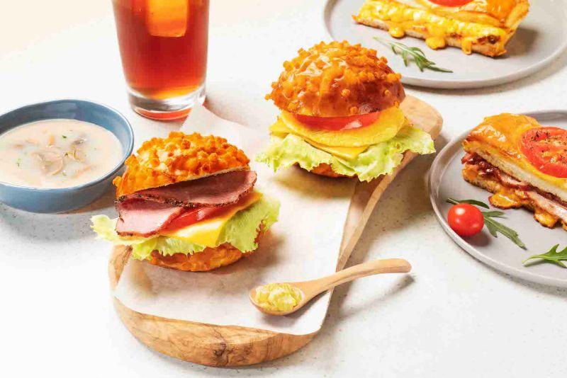 ▲新概念店強調「單片比薩」、「3分鐘快取」及「全新早餐菜單」。(圖/業者提供)