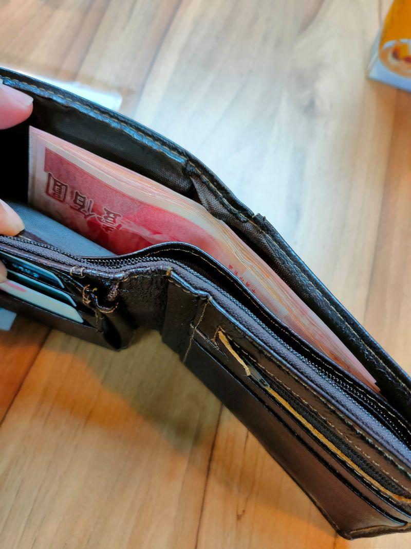 ▲稀少的金額讓原PO貼出自己乾癟的錢包。(圖/翻攝自《爆怨2公社》)