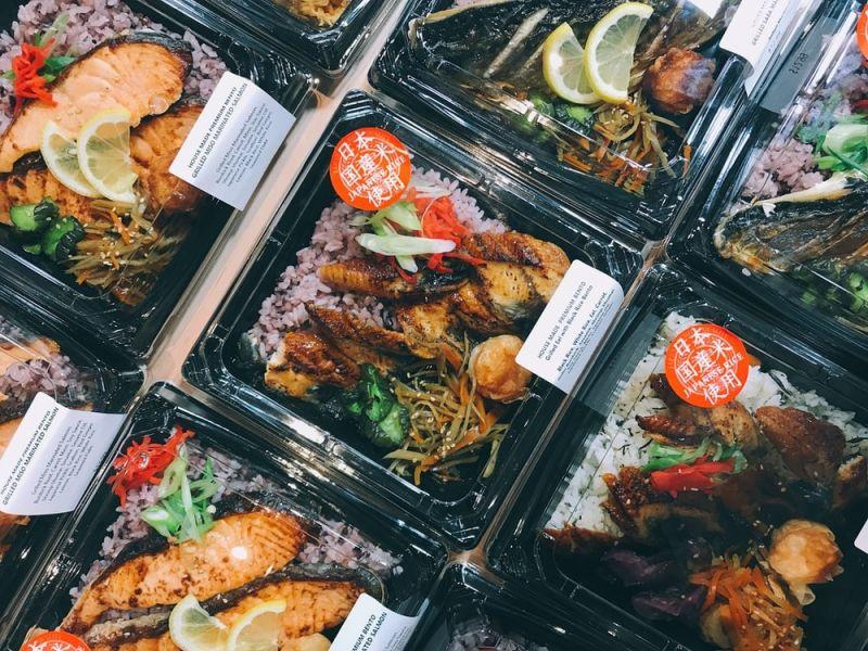 ▲日本有位網友挑戰連續吃超商便當100天,並在推特分享逐日心得,引發熱烈討論。(示意圖/翻攝自Unsplash)