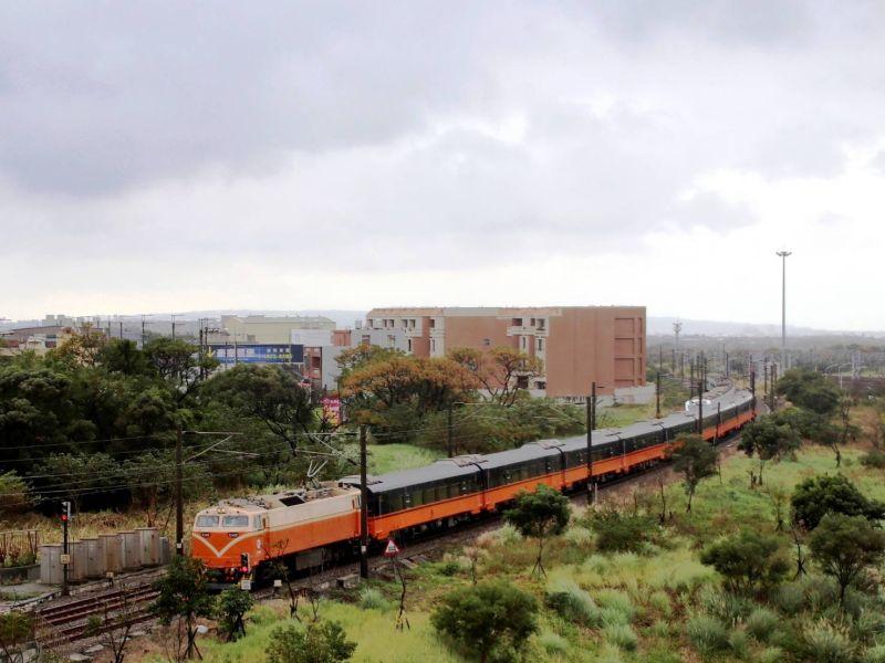 ▲中華民國鐵道文化協會科長鄧志忠表示,「坐哪都一樣安全,只是機率問題」。(圖/台鐵)