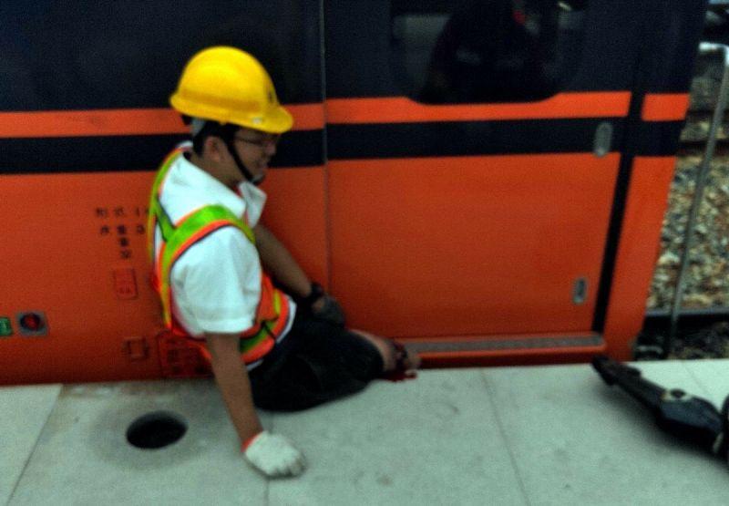 台鐵南州火車站意外 工務段人員跌落列車與月台縫隙夾傷