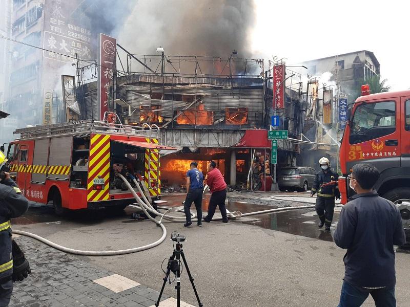 台中百年餅店一福堂毀於火舌 波及6間商號