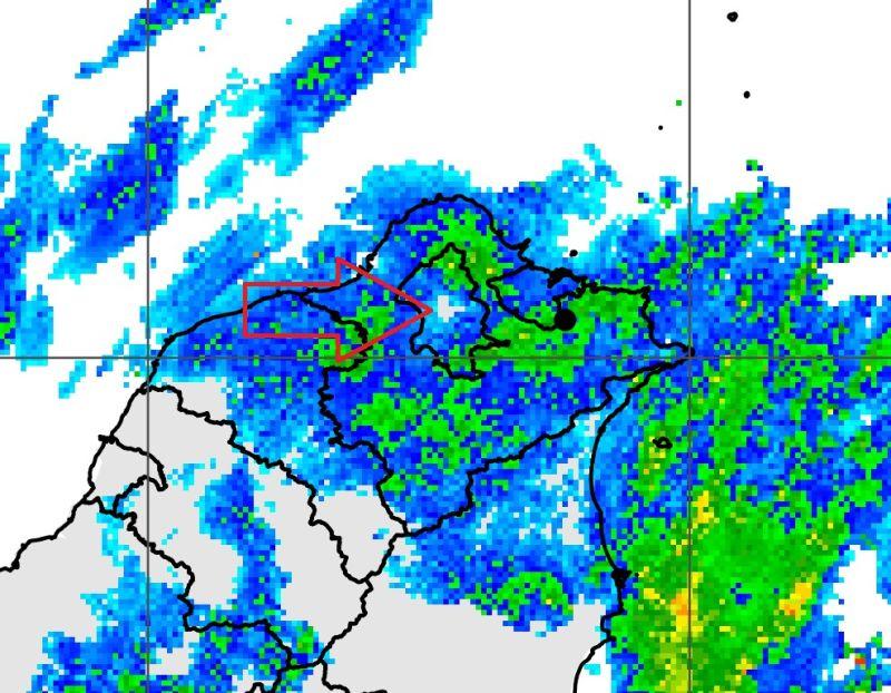 ▲台北市連日下雨,但士林區似乎不受影響,對此,中央氣象局長鄭明典貼出「雷達回波圖」,並解釋背後原因。(圖/翻攝自鄭明典臉書)