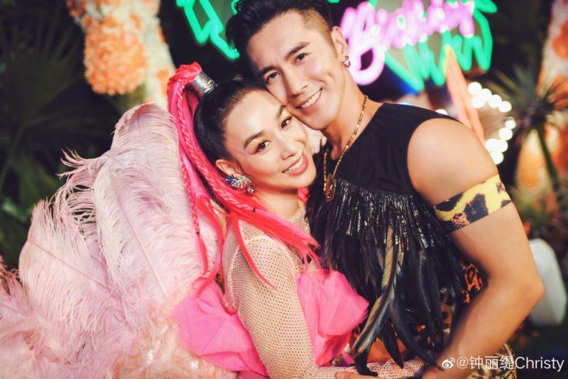 ▲鍾麗緹(左)與張倫碩結婚4年。(圖