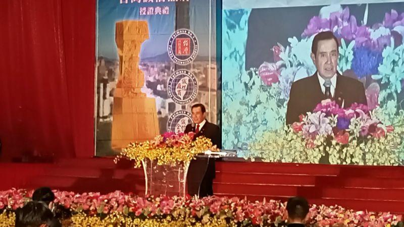 前總統馬英九3日受邀出席「國家建築金獎頒獎典禮」,他受訪指出,中共處理香港議題應該更慎重才對。(圖/記者陳弘志攝,2020.12.3)
