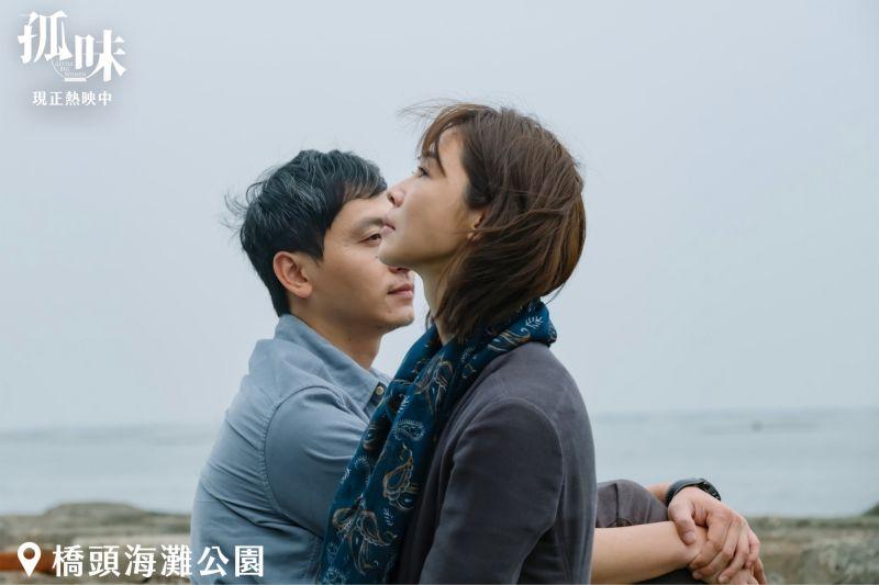 ▲謝盈萱(右)在片中飾演的大姊,有一種讓男生停下腳步的魅力。(圖/《孤味》劇照)