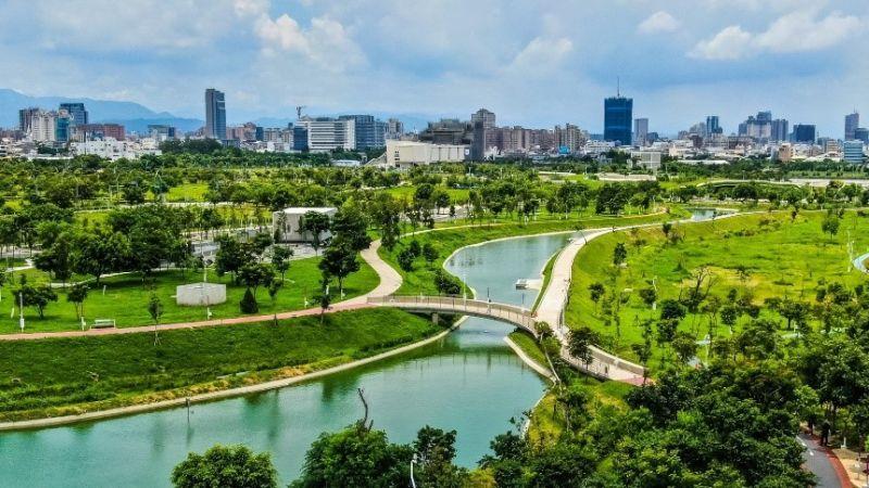 臺中綠寶石「中央公園」啟用 紙風車劇團熱情演出