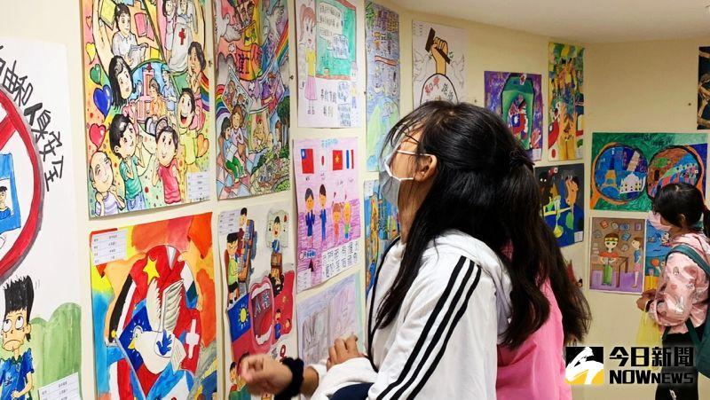 ▲ 歷年來的得獎繪畫作品都將於高雄山達基教會展示,供民眾欣賞。(圖/記者陳美嘉攝,2020.12.05)