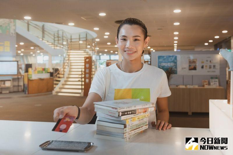 ▲ 高市圖推出「借閱動起來,戴資穎陪你一同閱讀」年終借閱加碼活動。(圖/高雄市立圖書館提供)