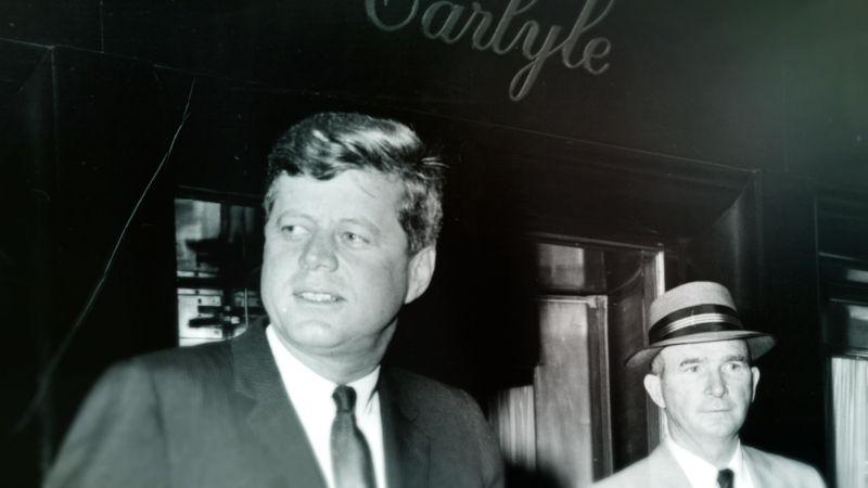 ▲美國總統甘迺迪(左)與瑪麗蓮夢露的地下情,也重返現場。(圖/車庫)