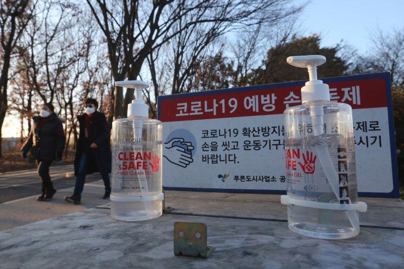 ▲韓國近期爆發第三波疫情,當地政府宣佈取消1953年以來每年舉行的普信閣新年敲鐘儀式。(圖/美聯社/達志影像)