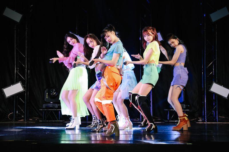 ▲PER6IX舉辦首場演唱會,老闆陳子鴻現身打氣。(圖/喜歡音樂提供)