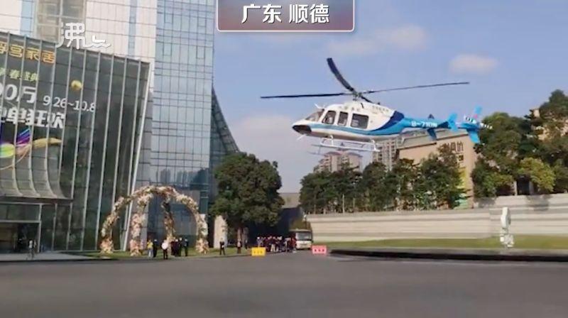▲中國廣東日前傳出有新人舉辦超奢華的婚禮,新郎甚至派出「直升機」迎娶新娘。(圖/翻攝自沸點)