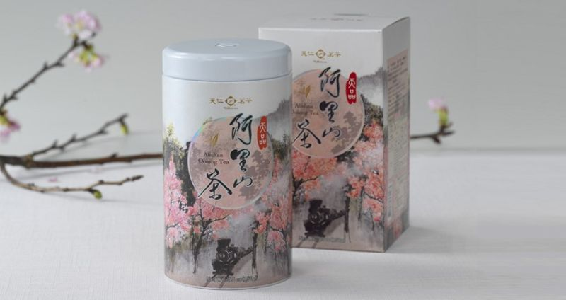 ▲「阿里山烏龍茶」茶湯金黃蜜綠,香氣悠揚帶著花香。