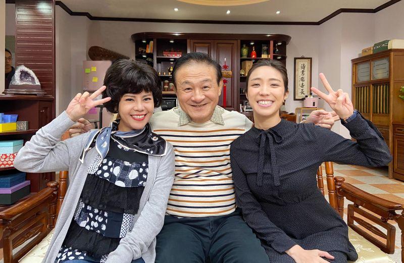 ▲《廢財闖天關》梁舒涵(右起)、陳慕義、錦雯在劇裡演活最「ㄎㄧㄤ」一家人。(圖