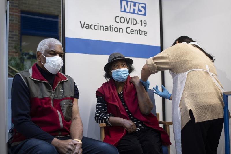 接種輝瑞疫苗英國2人過敏!官員籲:嚴重過敏史者先別打