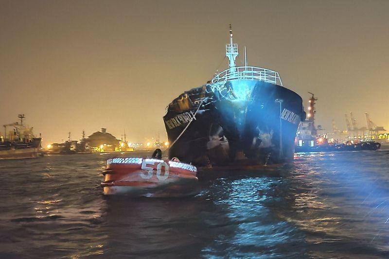▲高雄港發生貨輪對撞事件。(圖/高雄港警總隊提供)