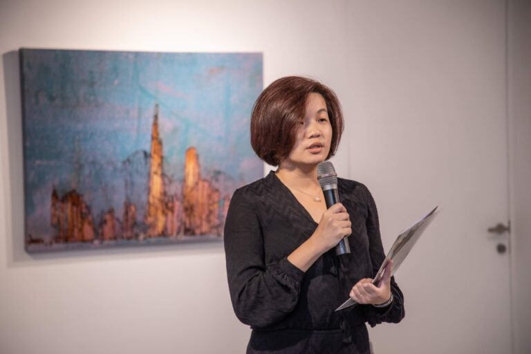▲卡佑民的老婆唐湘怡於11月29日為紀念特展開幕式引言