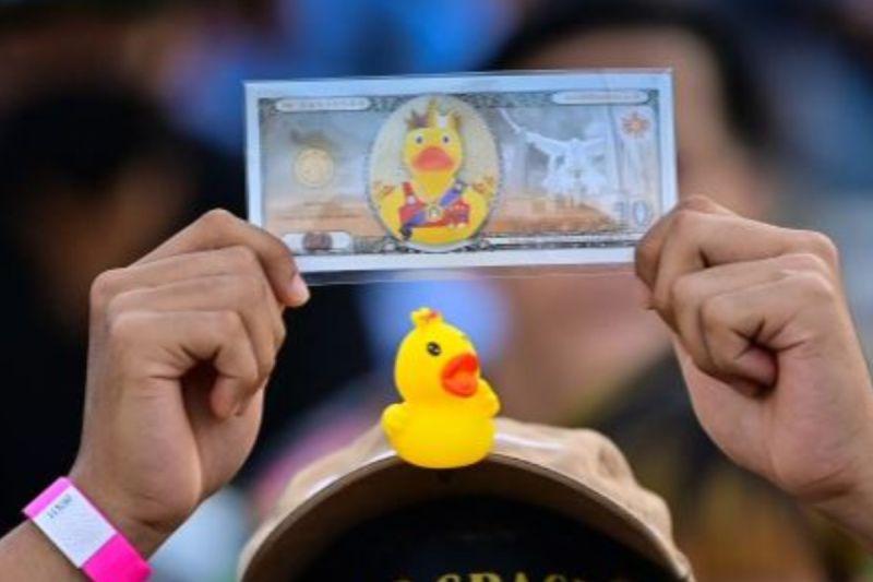 原來泰國王室這麼有錢!泰國示威者揭密王室財富