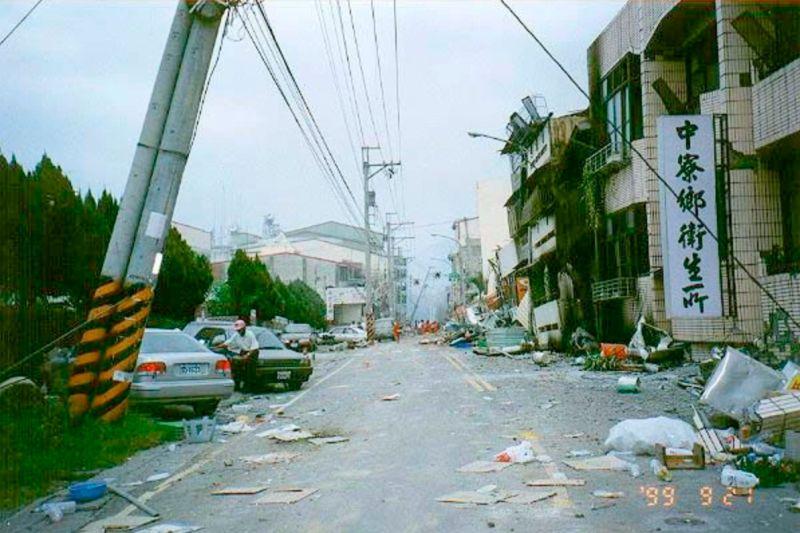 ▲原PO發出921當時災情圖片。(圖/翻攝自PTT)
